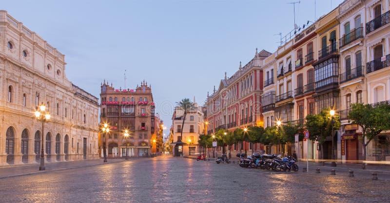 Seville - świętego Francis kwadrat - plac San Fransisco przy półmrokiem zdjęcie royalty free