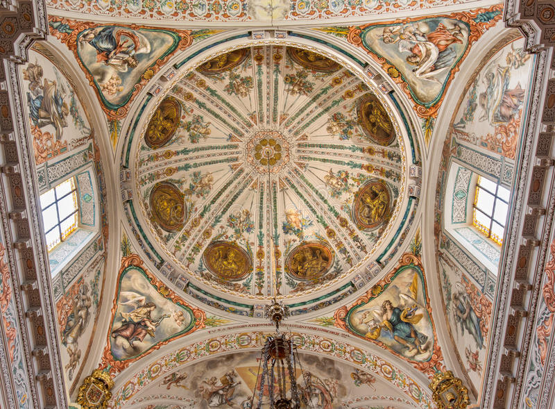 Seville - den barocka freskomålningen i kupol av kyrkliga Sjukhus de los Venerables Sacerdotes av Juan de Valdes Leal royaltyfria bilder
