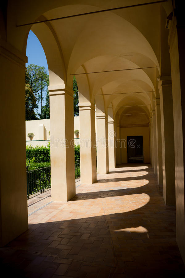 Seville Hiszpania, Czerwiec, - 19: Podwórze w w Alcazar ogródzie obrazy stock