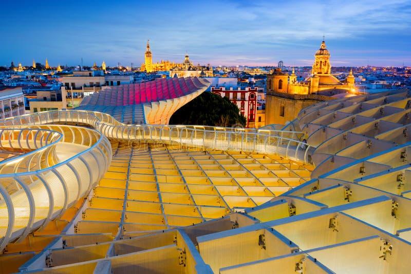 Seville Hiszpania, Luty, - 15, 2017: Pejzaż miejski z wierzchu Metropol Parasol Ten struktura, znać jako ` pieczarkowego `, b obrazy royalty free