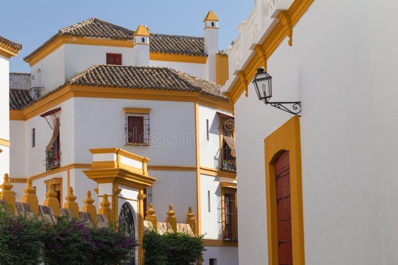Seville, Hiszpania - Tradycyjny Santa Cruz okręg architektury dzielnica obraz stock
