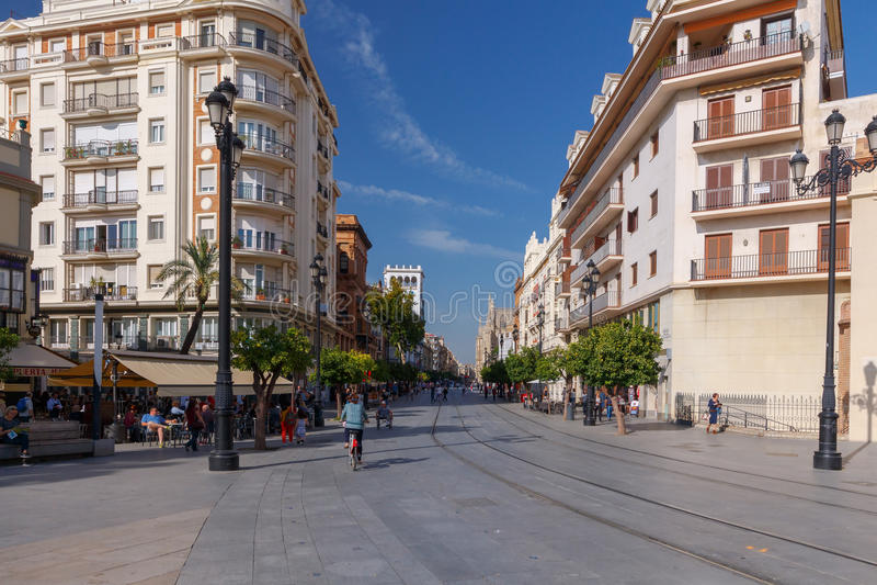 Seville Konstitutionutsikt på en solig dag arkivfoton