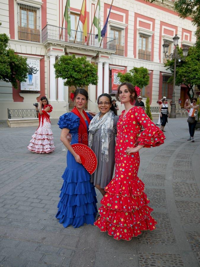 Seville Spain/16th Kwiecień 2013/Dwa młodej Hiszpańskiej damy w brygu fotografia stock