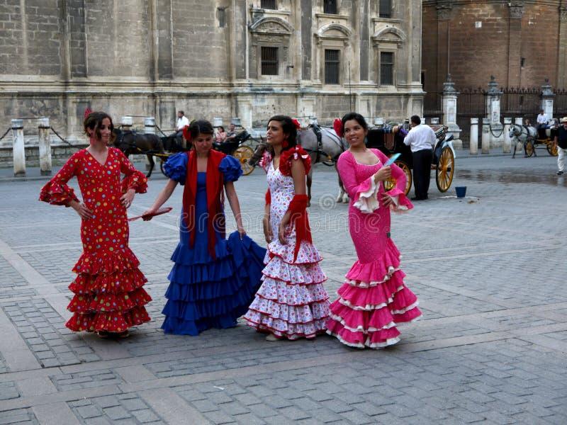 Seville Spain/16th Kwiecień 2013/A grupa młode Hiszpańskie damy ja zdjęcie stock
