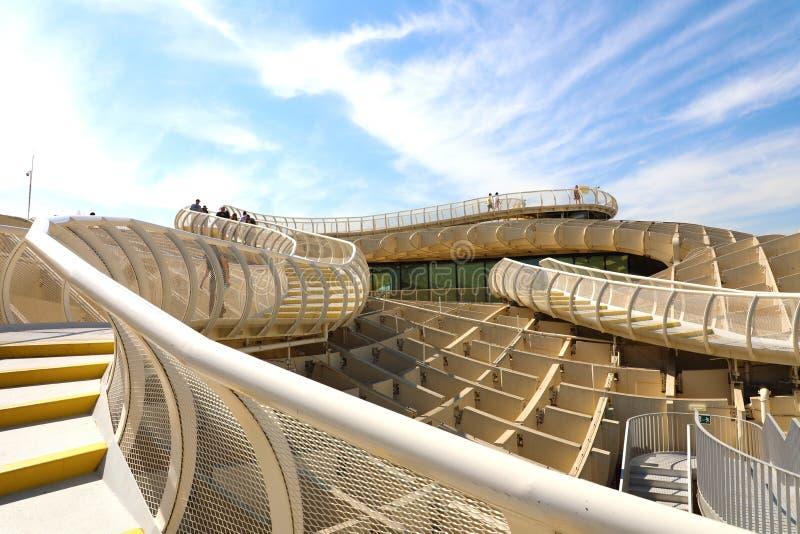 SEVILLE SPANIEN - JUNI 14, 2018: Synvinkel för de Sevilla för Metropol slags solskyddSetas i mitten av Seville, Spanien royaltyfri bild