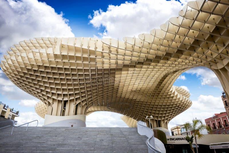 SEVILLE - SPANIEN: Metropol slags solskydd i plazaen Encarnacion, Andalusia landskap arkivfoton