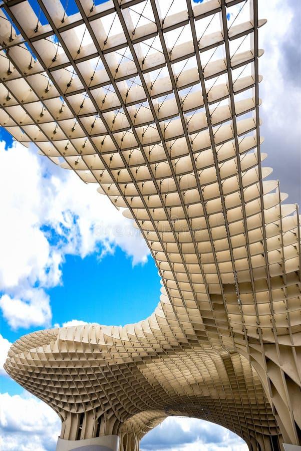 SEVILLE - SPANIEN: Metropol slags solskydd i plazaen Encarnacion, Andalusia landskap arkivfoto