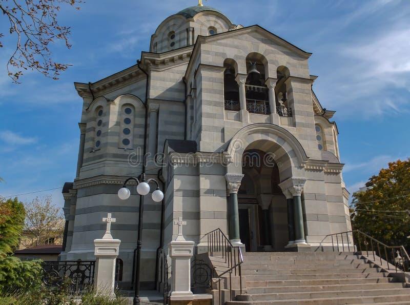 Sewastopol, Krim - 9. Oktober 2014: Heiliges Vladimir Cathedral in Sewastopol Orthodoxe Kirche wurde in den Nachwirkungen von Kri stockfotografie