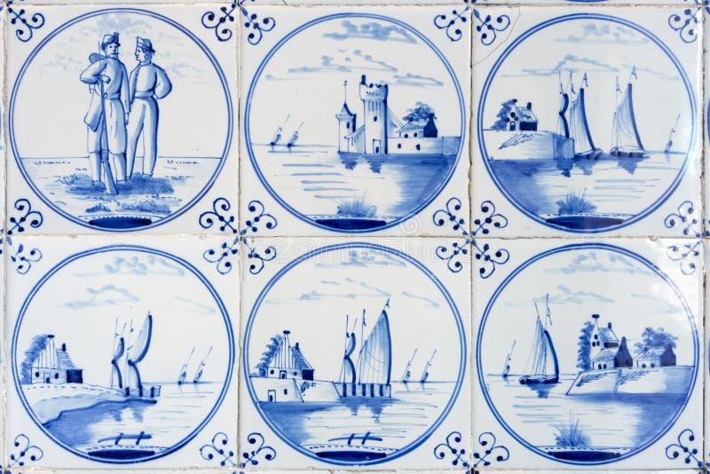 Sex typiska blåa delftfajanstegelplattor arkivbild