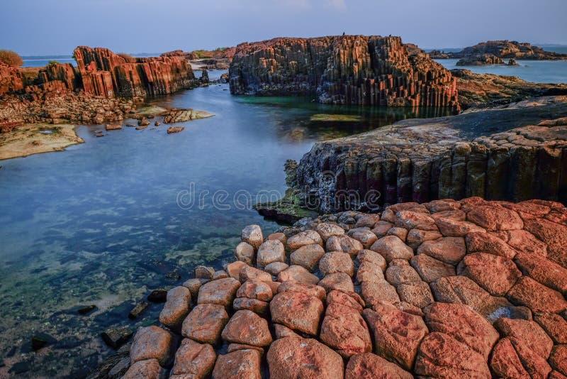 Sexhörnigt columnar basaltiskt vaggar fotografering för bildbyråer