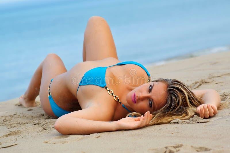 sexig bikiniflicka arkivfoton