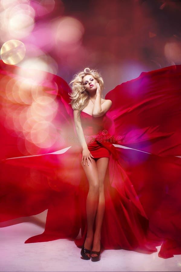 Sexig blond skönhetkvinna fotografering för bildbyråer