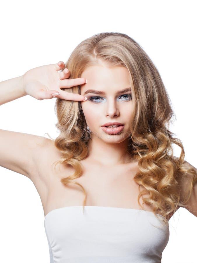 Sexig blond stående för kvinnamodemodell royaltyfri bild