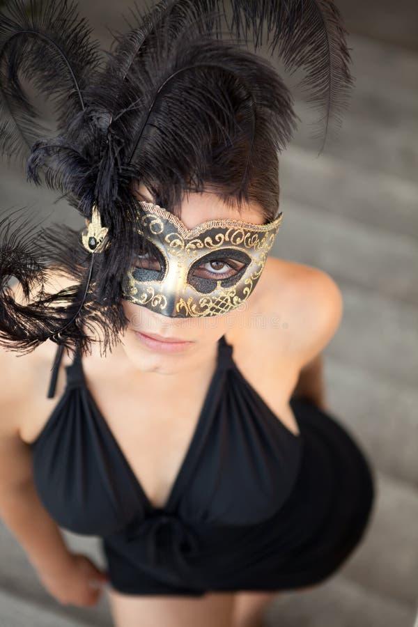 Sexig flicka i den venetian maskeringen royaltyfria bilder