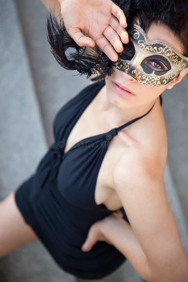 Sexig flicka i den venetian maskeringen royaltyfri fotografi