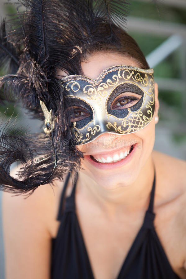 Sexig flicka i den venetian maskeringen arkivbilder