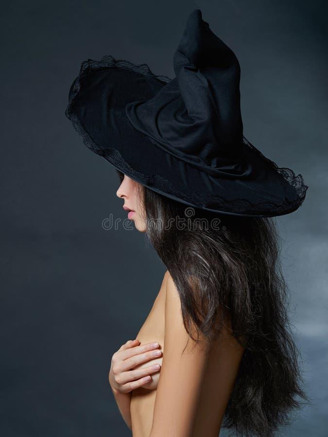 Download Sexig Halloween Flicka I Hatt Fotografering för Bildbyråer - Bild av mode, passion: 78728775