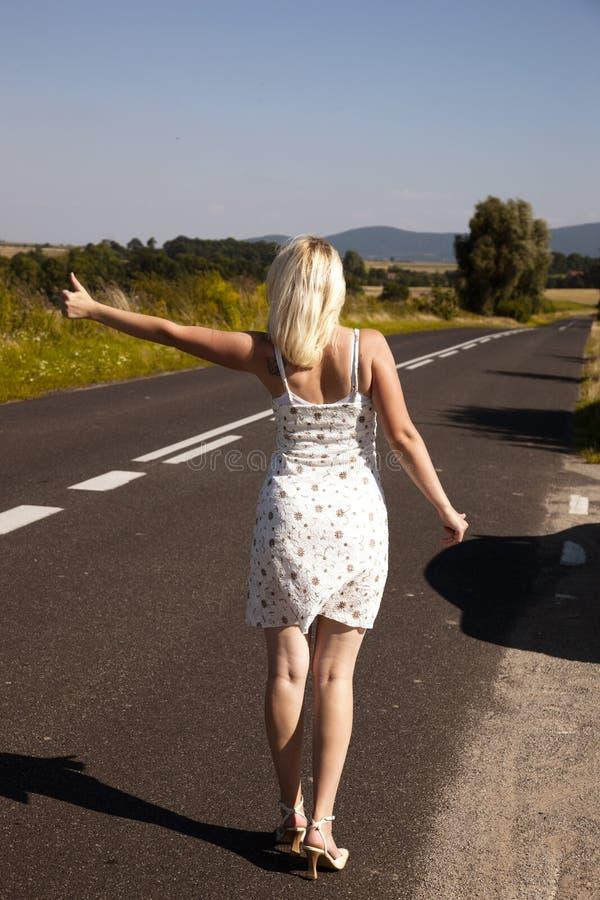 sexig hitchhiker royaltyfria bilder
