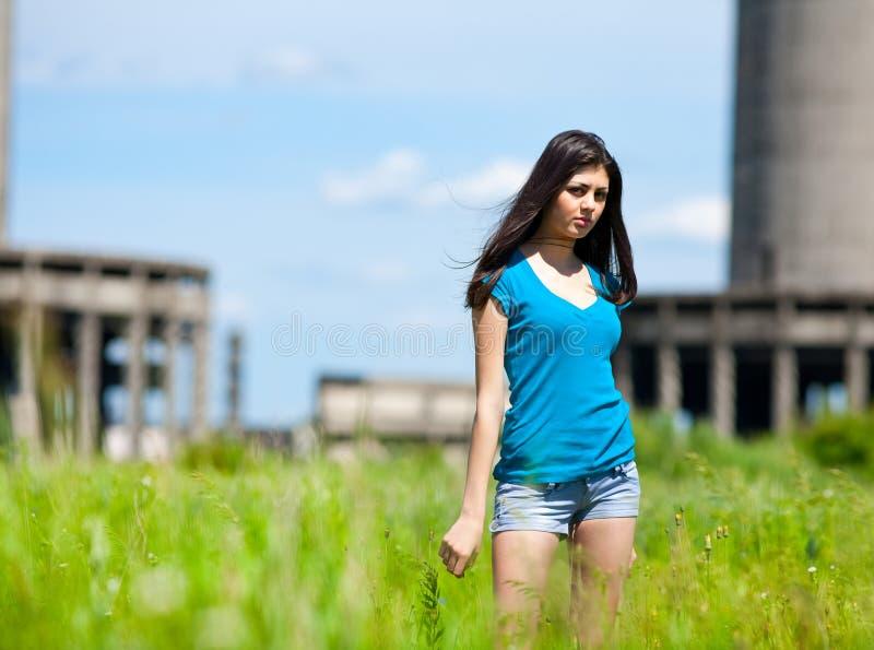 sexig industriell lady för bakgrund arkivfoto