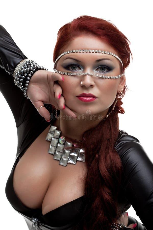 Sexig kvinna i latexdräkt och ursnyggt bröst royaltyfria bilder