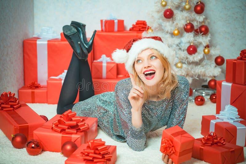 sexig kvinna nytt år för flicka för modehår för bakgrund barn för kvinna för blonda kanter rött sinnligt skjutit vitt Glamourberö royaltyfri foto