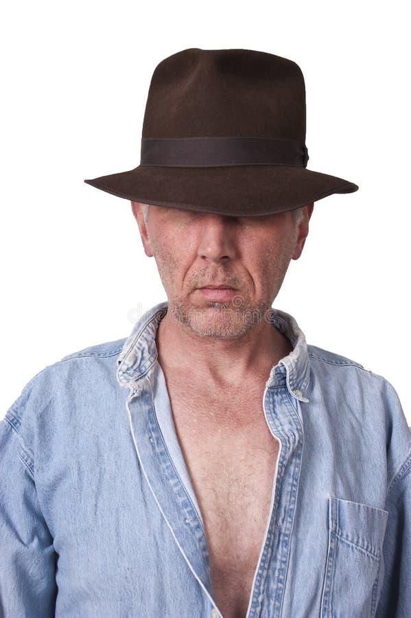 sexig man för fedorahattindiana jones look fotografering för bildbyråer