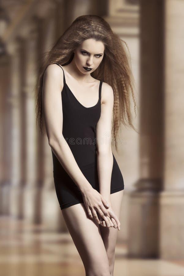 Download Sexig modemörkerkvinna arkivfoto. Bild av lady, skönhetsmedel - 37347866