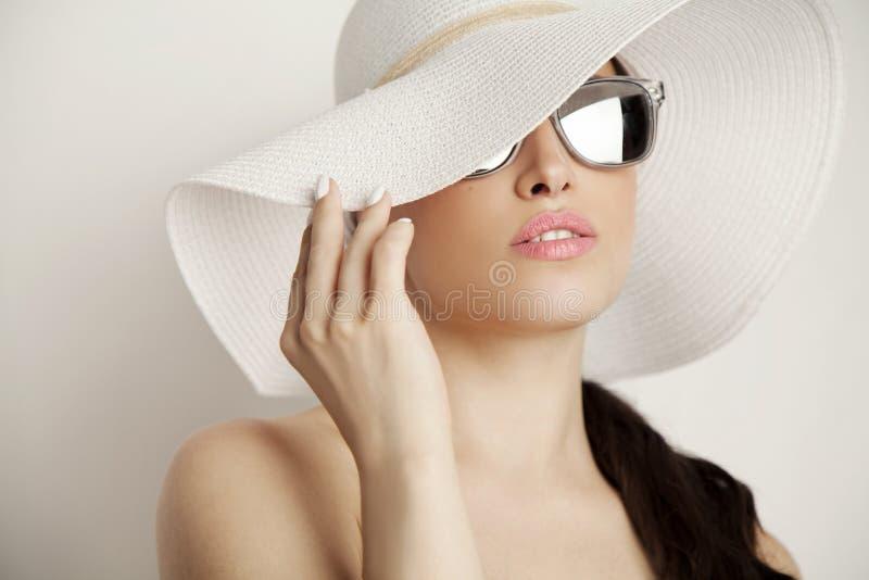 sexig stående för makeup för ferie för skönhetmodeflicka royaltyfri fotografi