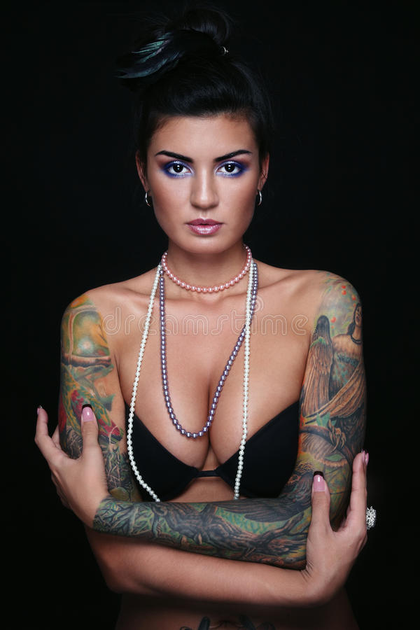sexig tatuering för flicka royaltyfria bilder