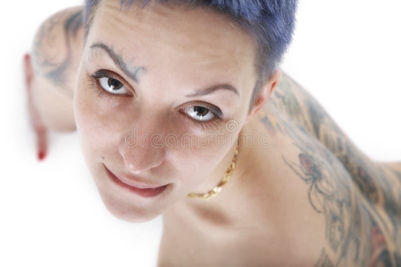 sexig tatueringkvinna arkivfoto
