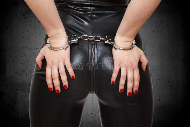 Download Sexiga Dominatrixhänder På Röv I Handbojor Fotografering för Bildbyråer - Bild av masochist, butt: 37344571