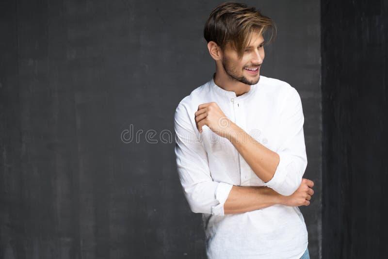 Sexiga Guy With ett leende royaltyfria bilder