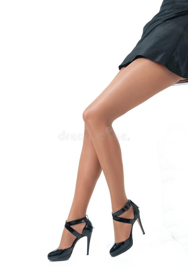 sexiga höga ben för häl royaltyfria bilder