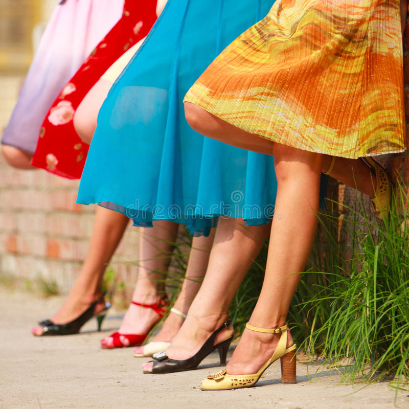 sexiga kvinnor för ben royaltyfria bilder
