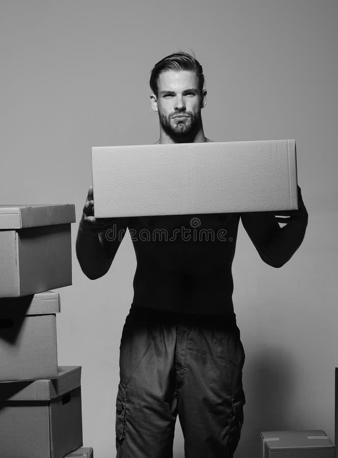 Sexualidad y concepto móvil Hombre con la barba foto de archivo libre de regalías