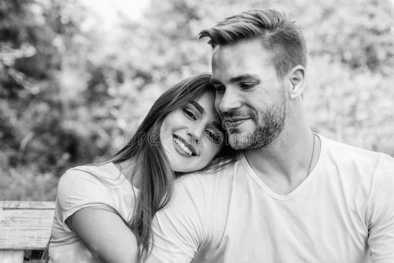 Sexuelle Anziehung Vertrauen und Intimität Sensual-Umarmung Liebesromantik Romantisches Datum Schönes, hübsches Mädchen lizenzfreies stockbild