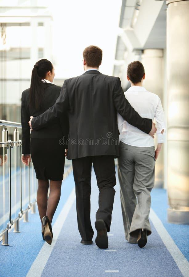 sexuellt avstånd tre för mobbningkontorspersoner arkivfoto