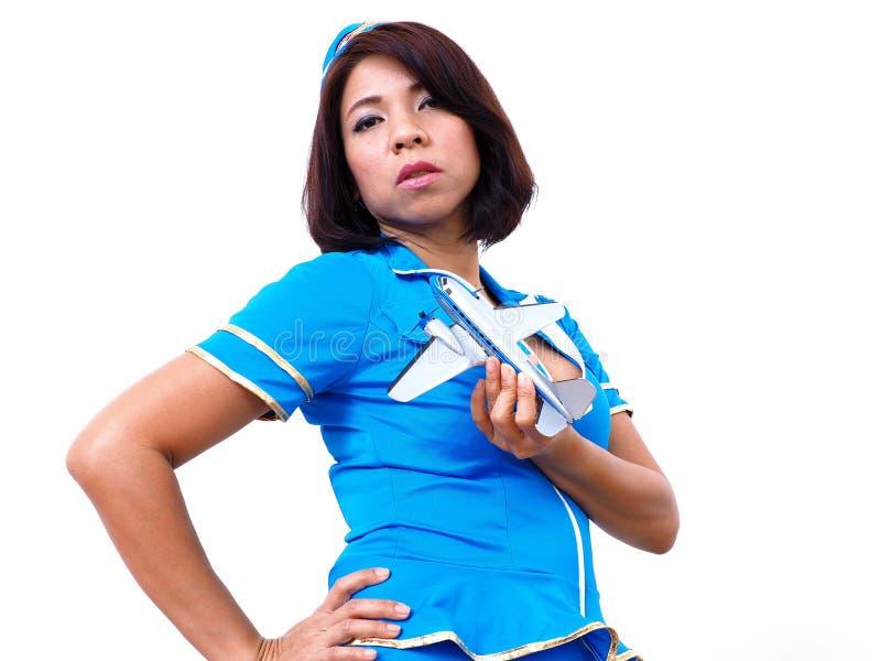 Sexy Asiatin trägt Flugbegleiteruniform stockfotografie