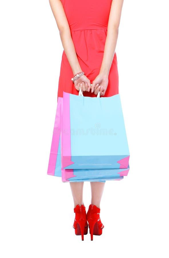 Sexy Benen die van winkelende dame het winkelen zak tonen stock foto's