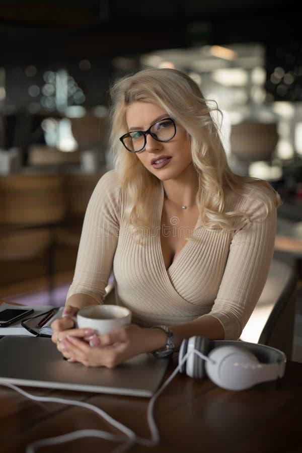 Free Sexy Blonde Businesswoman Portrait Royalty Free Stock Photo - 144054615