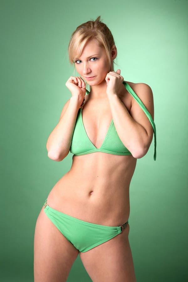 Sexy Blonde in Groene Bikini royalty-vrije stock foto's