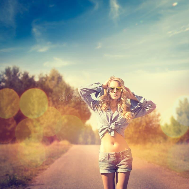 Sexy blonde vrouw Gefiltreerde Foto met Bokeh royalty-vrije stock foto's