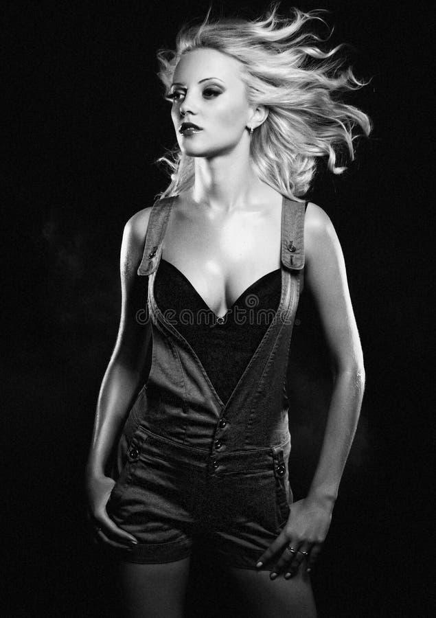 Sexy blondes Mädchen. stockfotografie