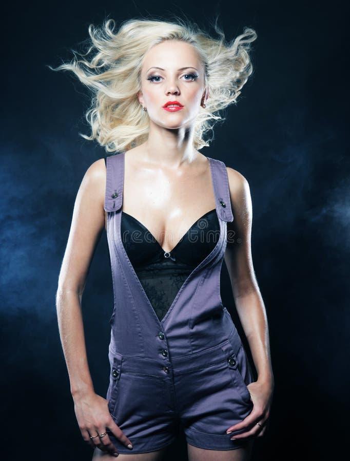 Sexy blondes Mädchen. stockfoto