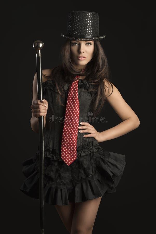 Sexy Brunettekabarettmädchen stockfoto