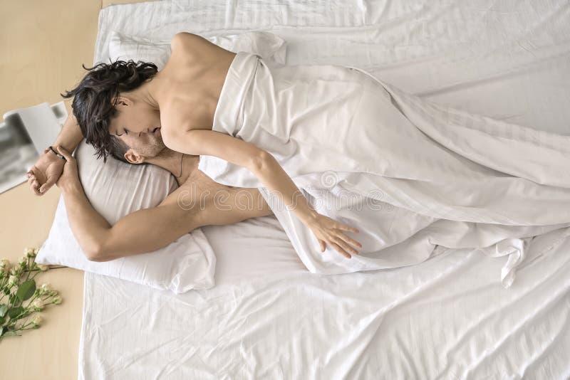 Домашний горячий секс на кровати #15