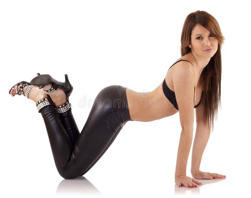 Sexy dame in leerbroek stock afbeeldingen