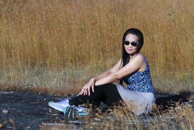 Sexy de dame ontspant en Utricularia stock afbeelding