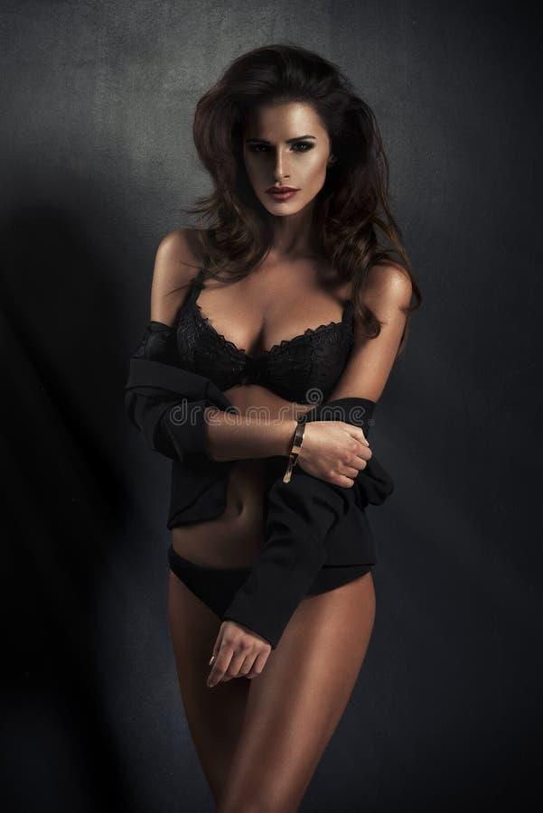 Sexy donkerbruine vrouw royalty-vrije stock foto