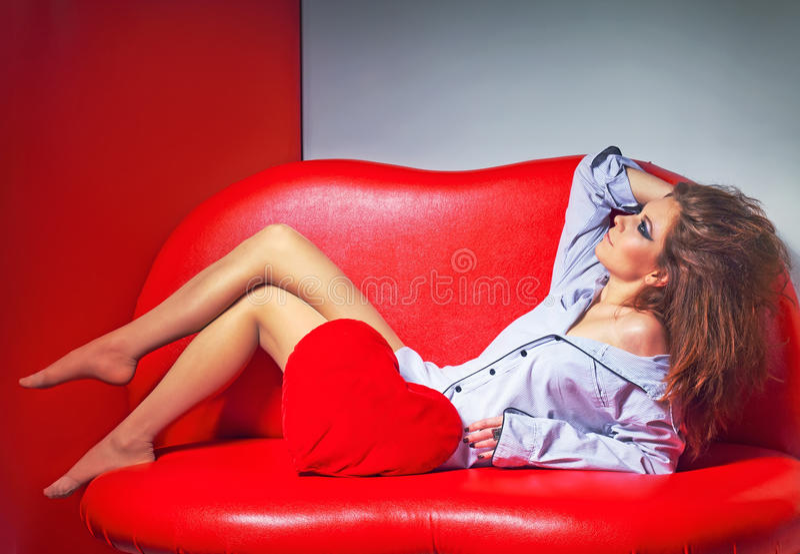 Sexy dromende vrouw royalty-vrije stock afbeeldingen